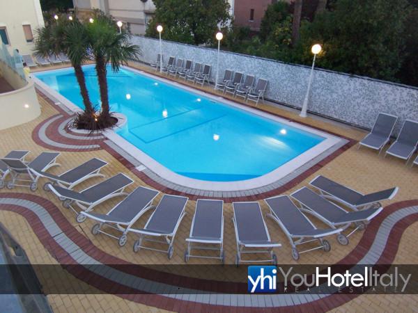 Hotel in vendita affitto a cesenatico frazione zadina - Piscina san carlo milano ...